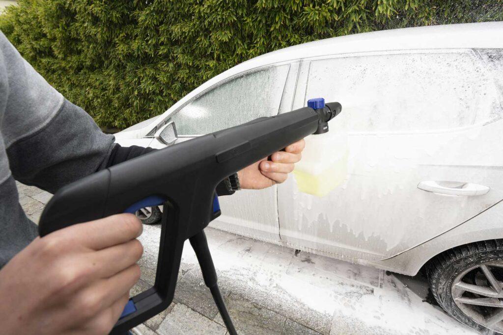 pulire i vetri con idropulitrice