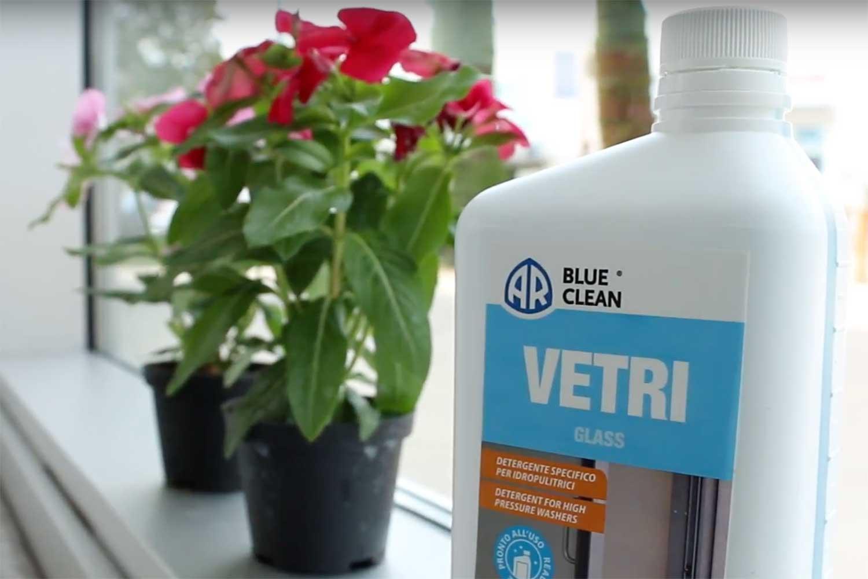 detergente per pulire i vetri
