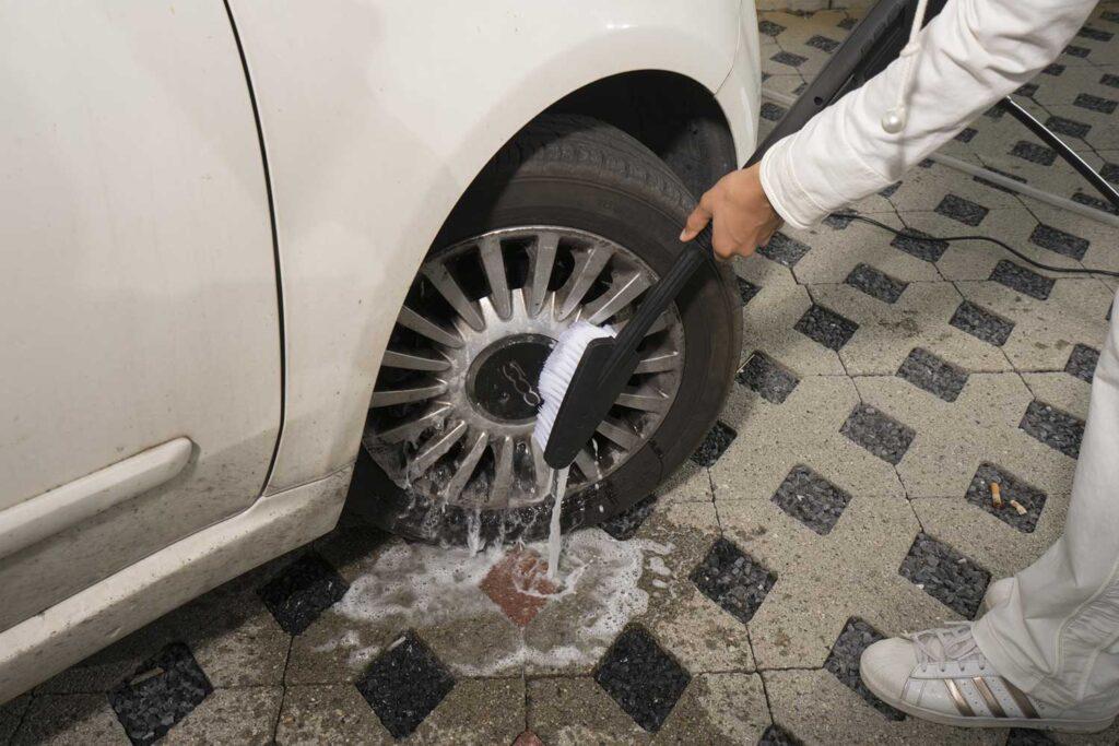 come lavare auto cerchioni