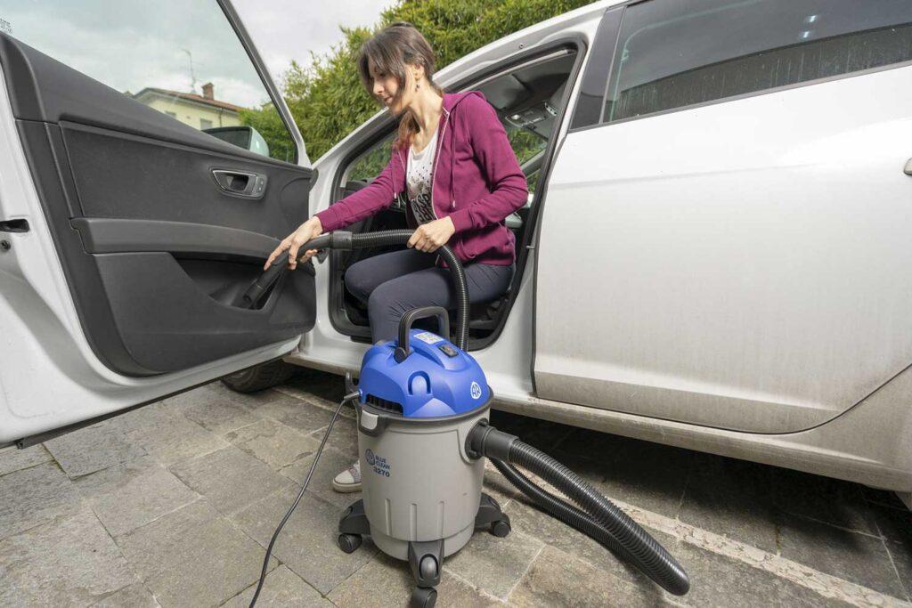 come lavare auto interni