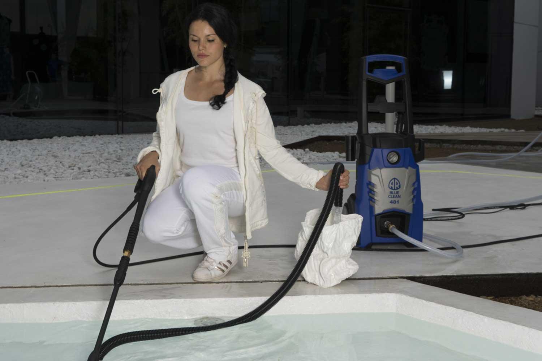 pulire la piscina con idropulitrice