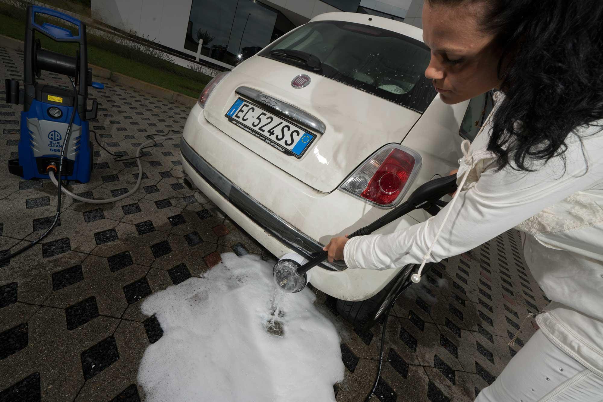 pulire macchina con idropulitrice