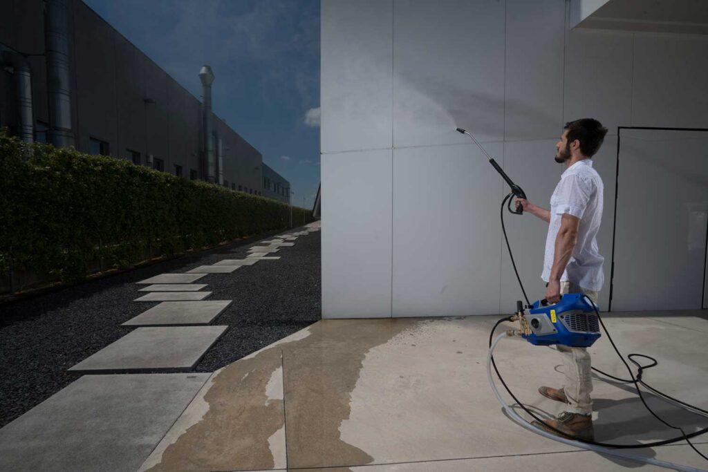 come-pulire-un-muro-in-pietra-idropulitrice