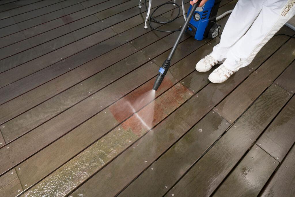 pulire i pavimenti esterni