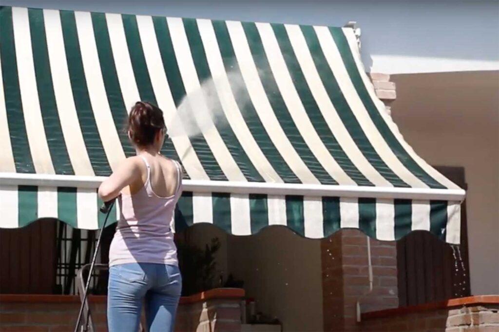 lavaggio tende da sole con idropulitrice