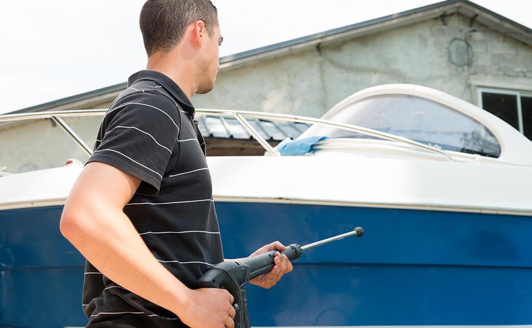 lavare-la-barca-con-idropulitrice