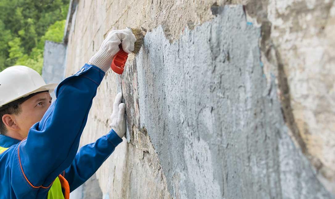 rimuovere-vernice-muro