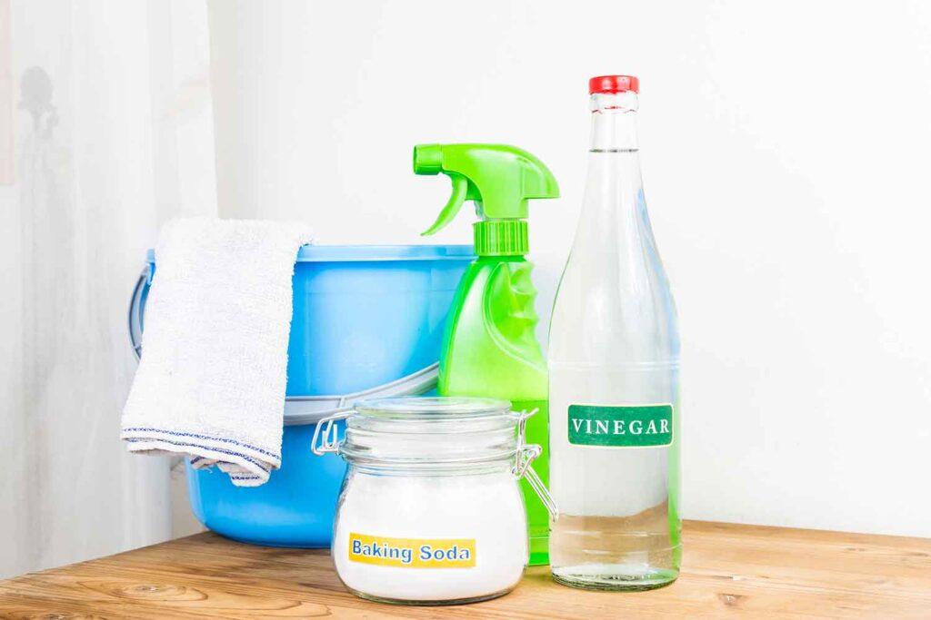 eliminare-odore-pattumiera-usare-aceto