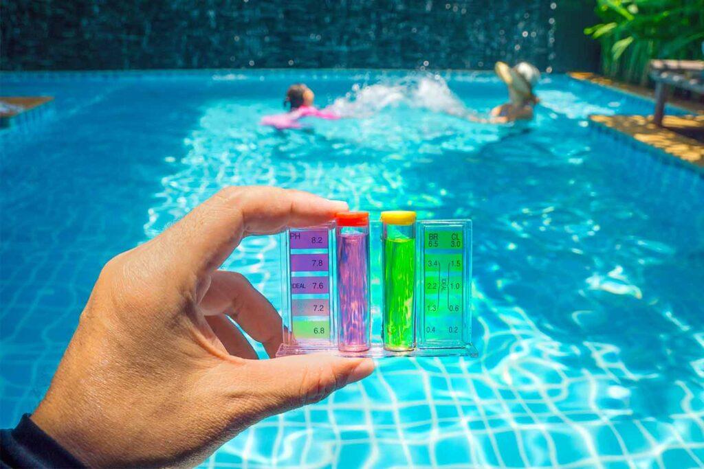 misurazione-ph-piscina-pulizia-flocculante